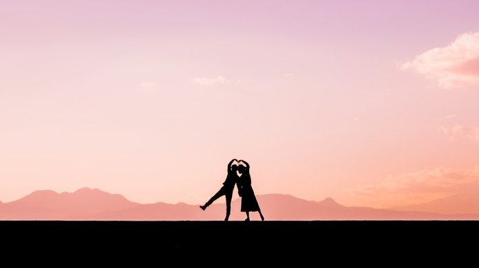 遠距離恋愛でLINEをするのメリット 遠距離恋愛カップルの写真