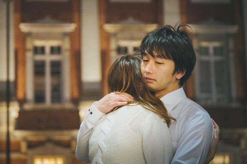 遠距離恋愛別れ際に彼女が泣く時の男性心理